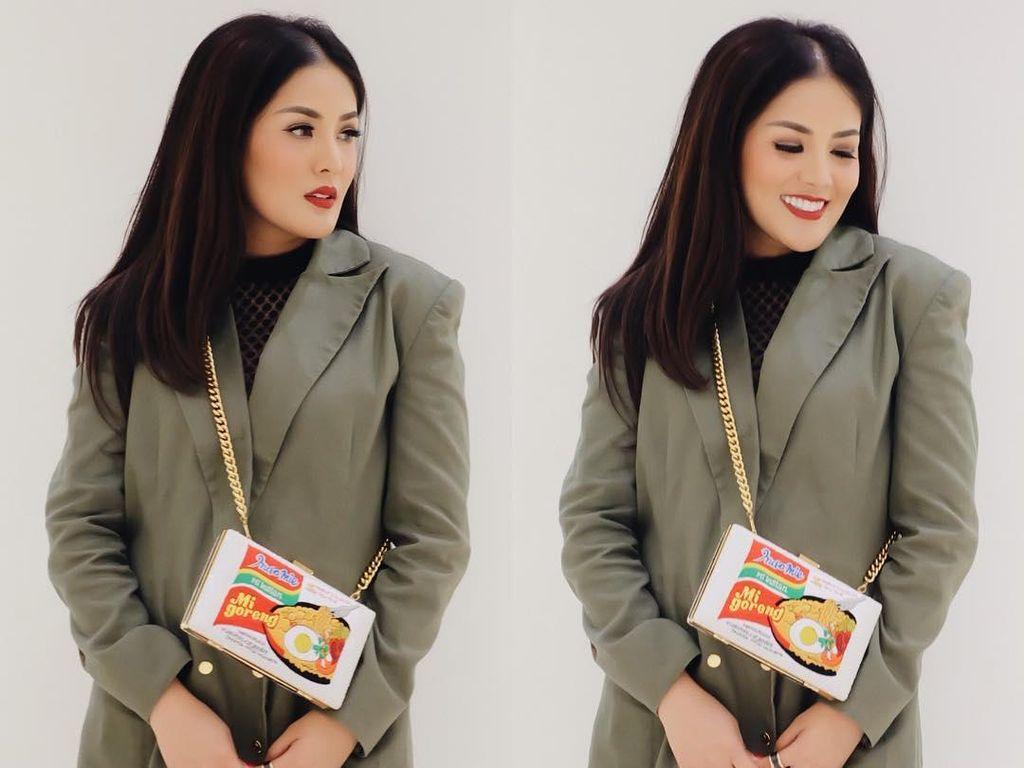 Tas Indomie Goreng Viral, Nindy Sempat Ragu Memakainya ke Fashion Show