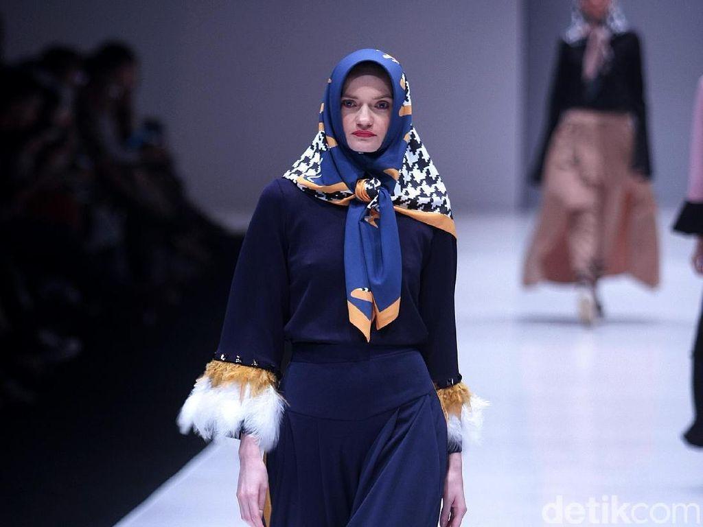 Foto: 13 Koleksi Terbaru Zaskia Sungkar, Hijab Tabrak Warna