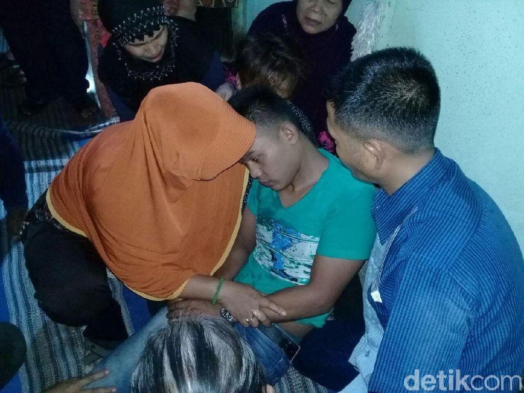 Kedatangan Jenazah Korban Kecelakaan di Malaysia Disambut Tangis