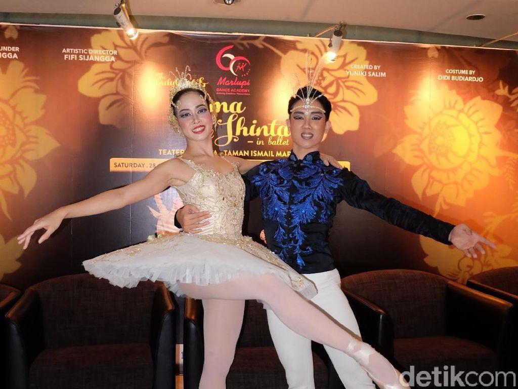 Aksi Dua Penari Balet Utama Jadi Rama dan Shinta