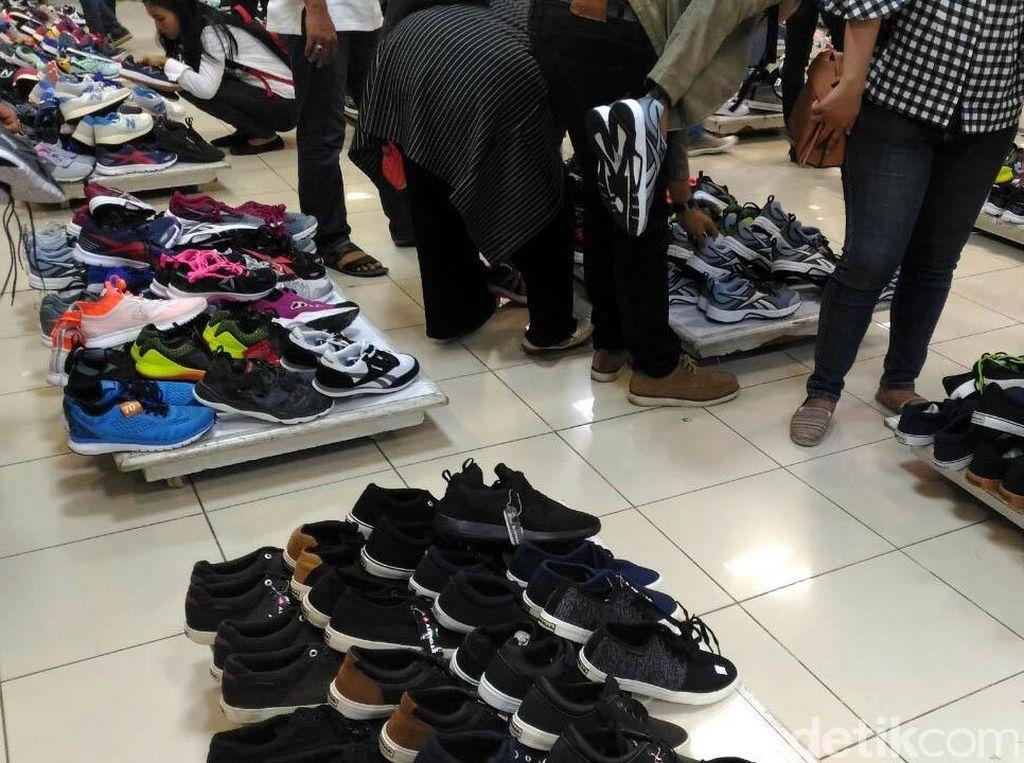 Diskon Sepatu Hingga 70% di Lotus Thamrin Jelang Tutup