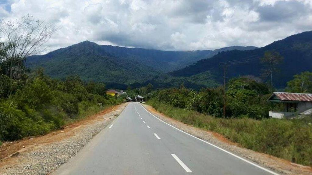 Tiga Tahun Jokowi, Jalan Perbatasan Kalimantan Tembus 1.488 Km
