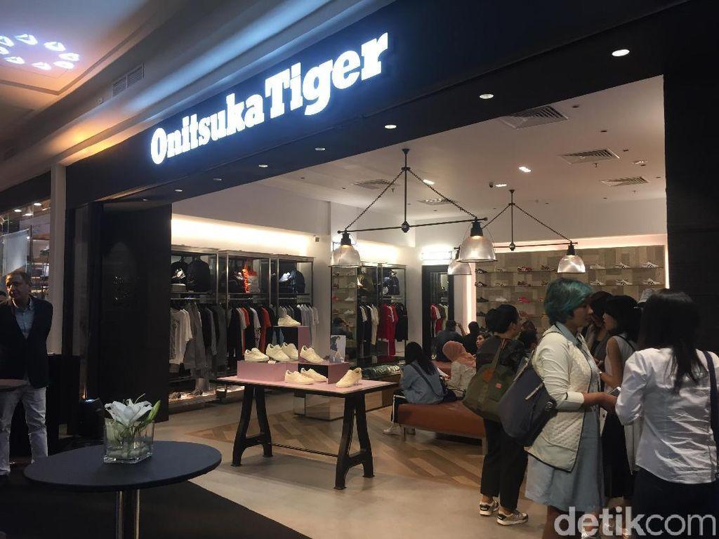 Sneakers Mania, Onitsuka Tiger Buka Toko Pertama Indonesia di Plaza Senayan