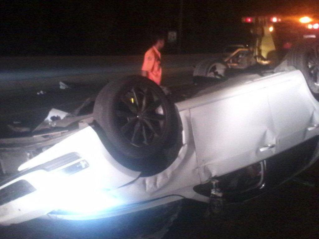 Mobil VW Alami Kecelakaan Tunggal di Tol Kamal KM 24 Jakut