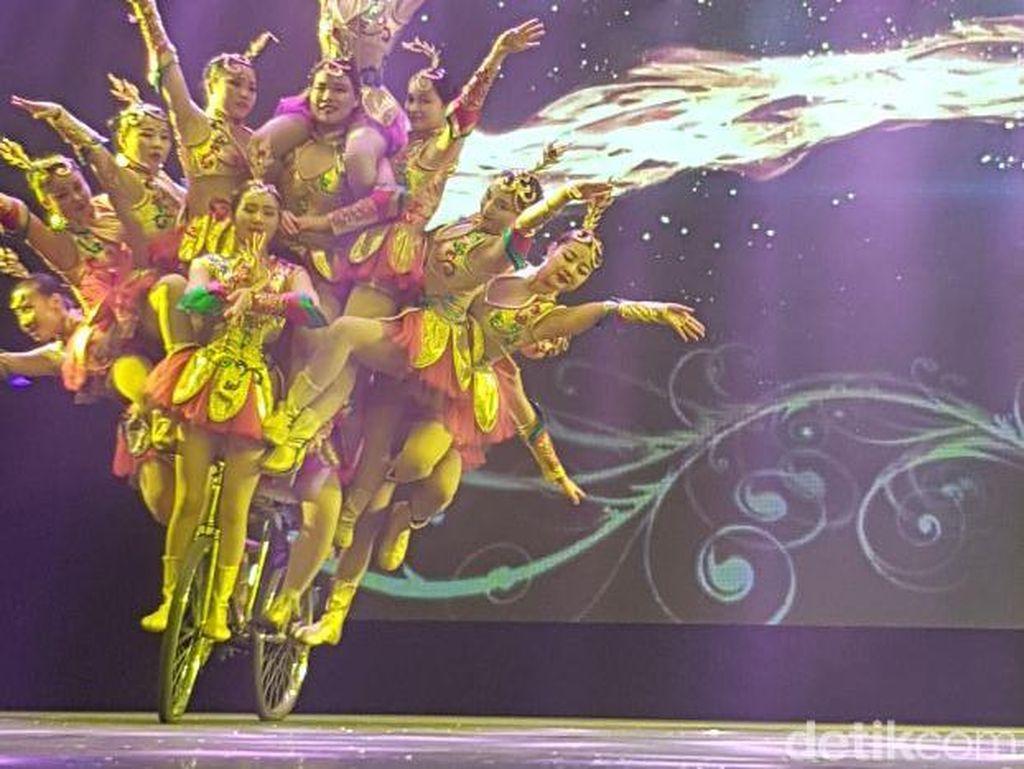 Sirkus di Beijing Ini Bikin Mata Enggak Berkedip!