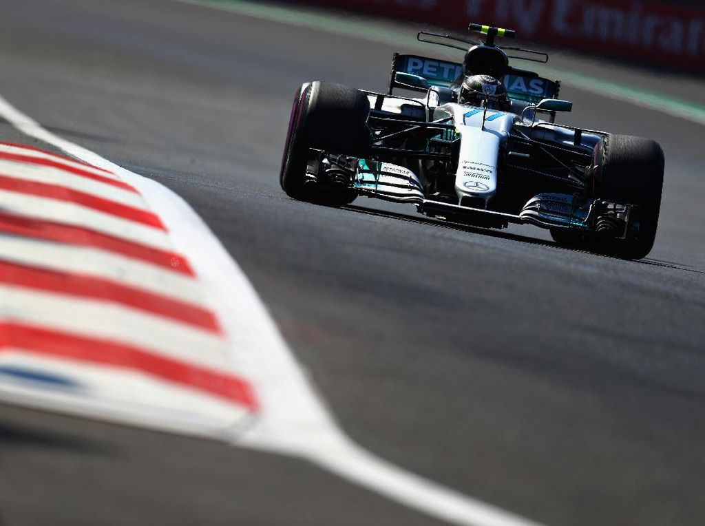 Bottas Rebut Pole, Hamilton Kedua