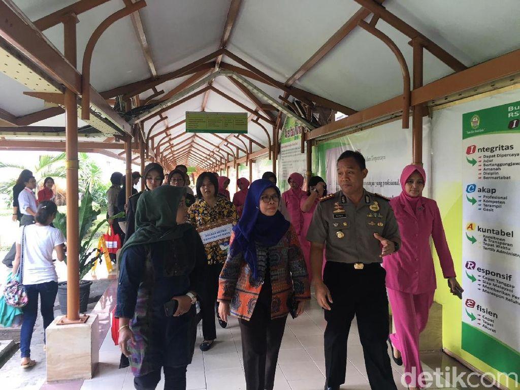 Kapolres Tangerang Jenguk Korban Ledakan Pabrik Kembang Api