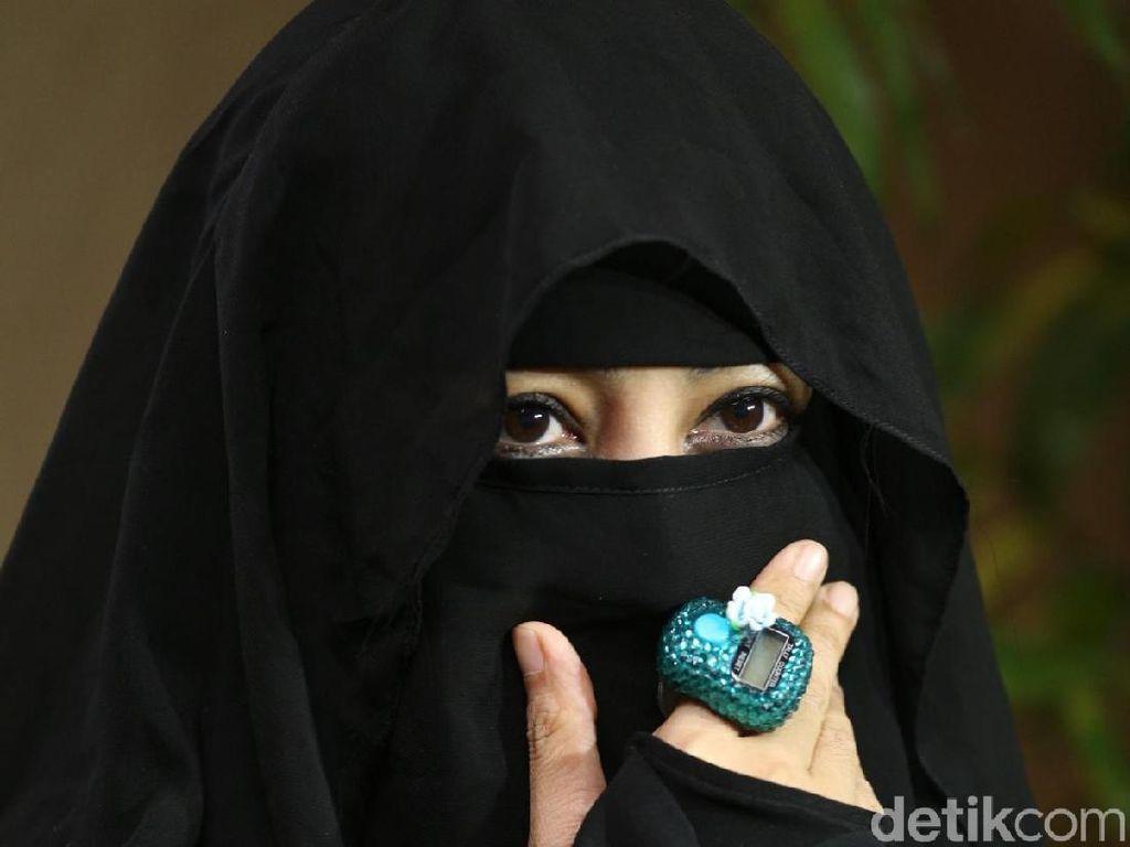 Foto Mesra Umi Pipik-Sunu, Asli atau Editan?