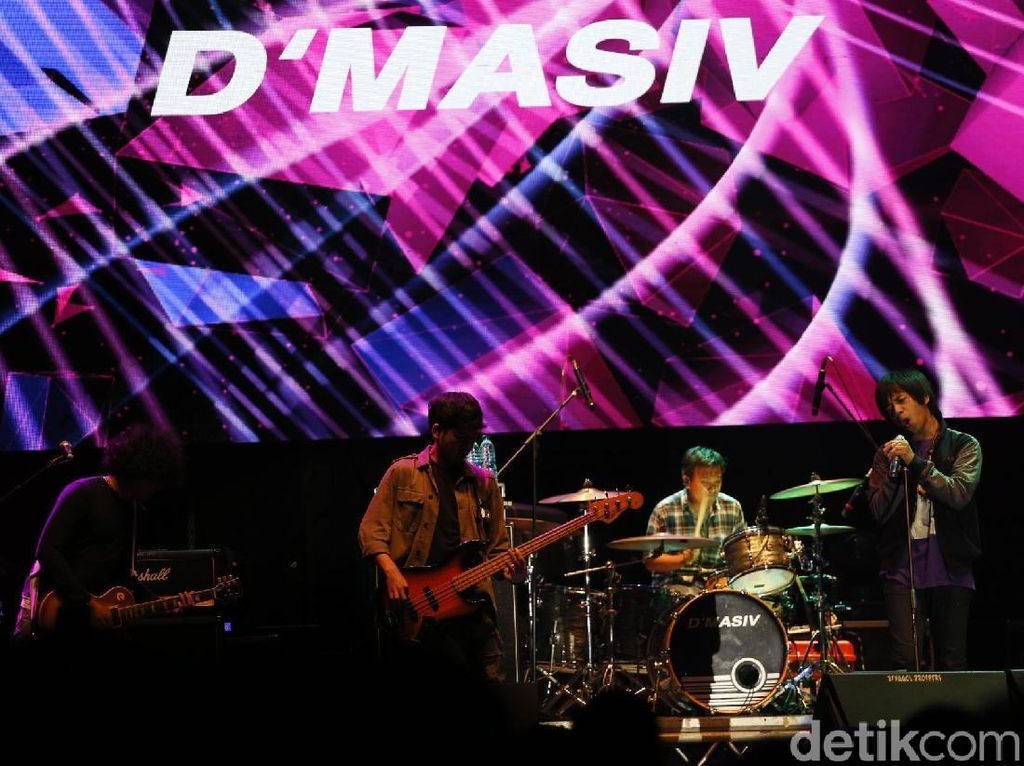 Mellow Bareng DMASIV dan Hantaman Andra and The Backbone