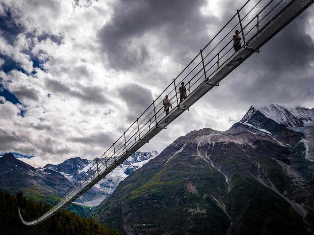 Foto: Inikah Jembatan Gantung Paling Ngeri di Eropa?