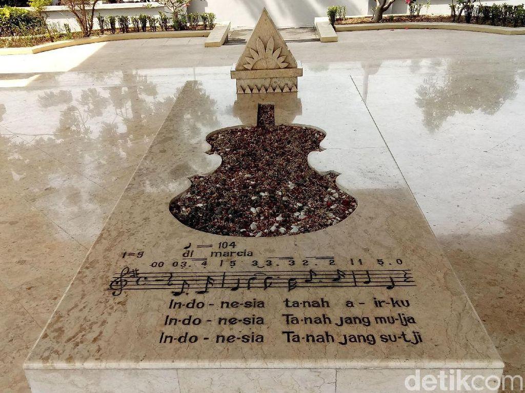 Menengok Makam WR Soepratman di Surabaya