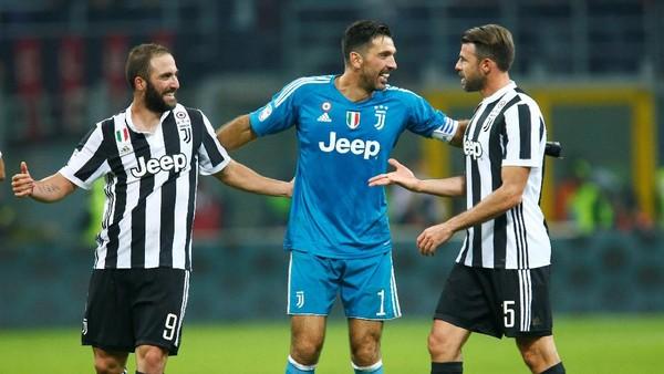 Dua Gol Higuain Bawa Juventus Kalahkan Milan