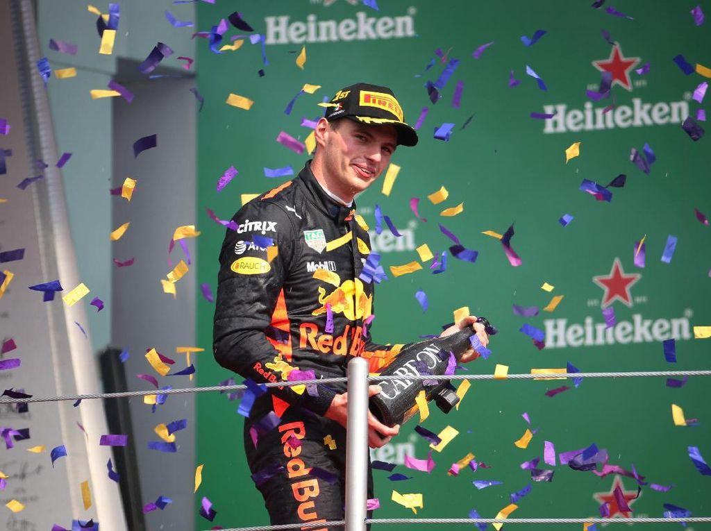 Tekad Verstappen Sampai ke Posisi Hamilton