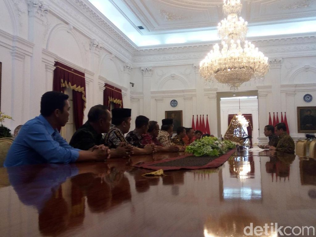 Jokowi Ditemui Asosiasi Petani Tembakau di Istana