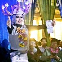 Unik, Ketika Istri Ridwan Kamil Si Cinta Bergaya dengan 'Mahkota' Gurita