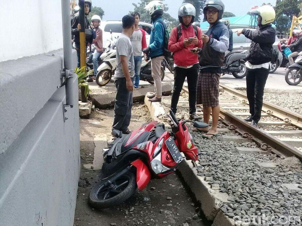 Masuk Perlintasan, Sri Tewas Tersambar Kereta Api di Bandung