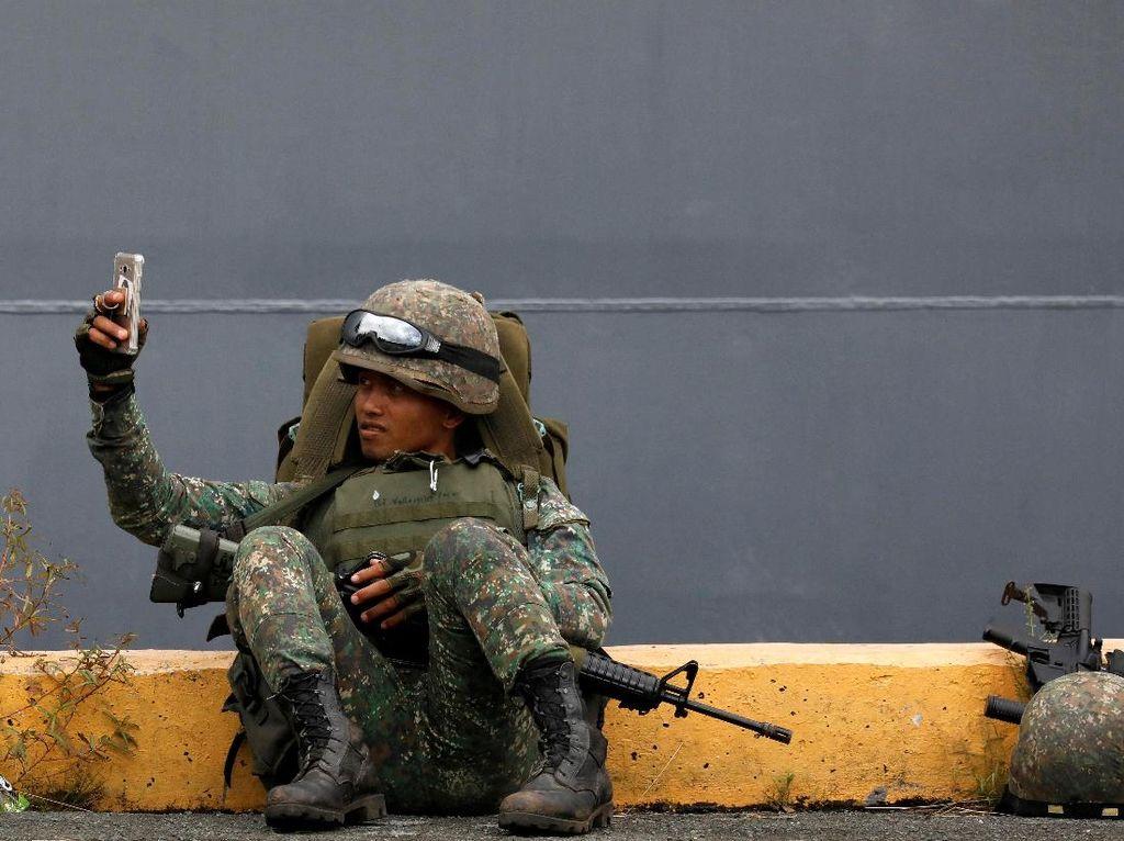 Foto: Saat Tentara Selfie Sepulang dari Marawi