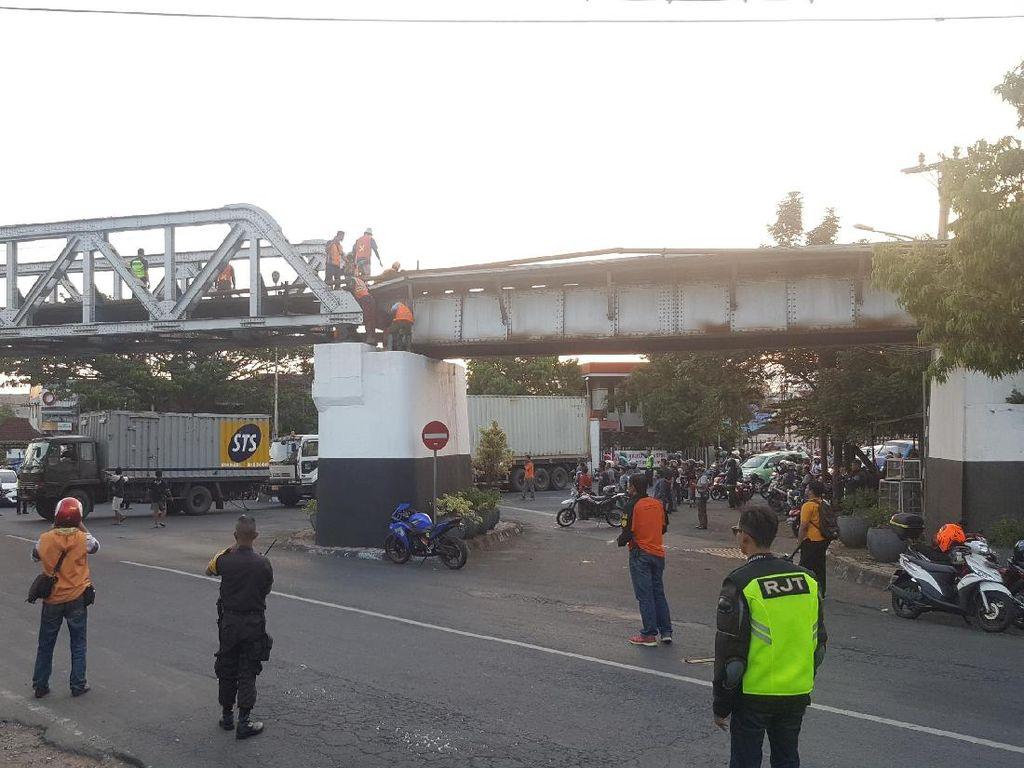 Perbaikan Jembatan Rel Butuh 3 Jam, Perjalanan Kereta Tertunda