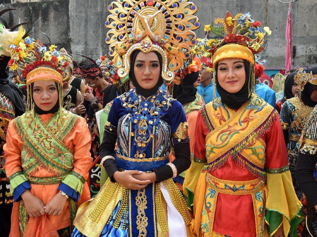 Saat Pelajar Bandung Berkostum Unik dan Khas Daerah