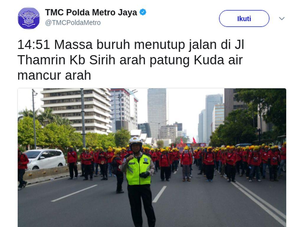 Buruh Penuhi Jl MH Thamrin, Lalu Lintas ke Monas Macet Parah