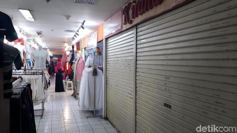 Sejumlah Toko di Pasar Baru Bandung Tutup