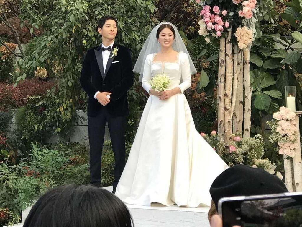 Menikah dengan Song Joong Ki, Song Hye Kyo Cantik Berbalut Gaun Dior