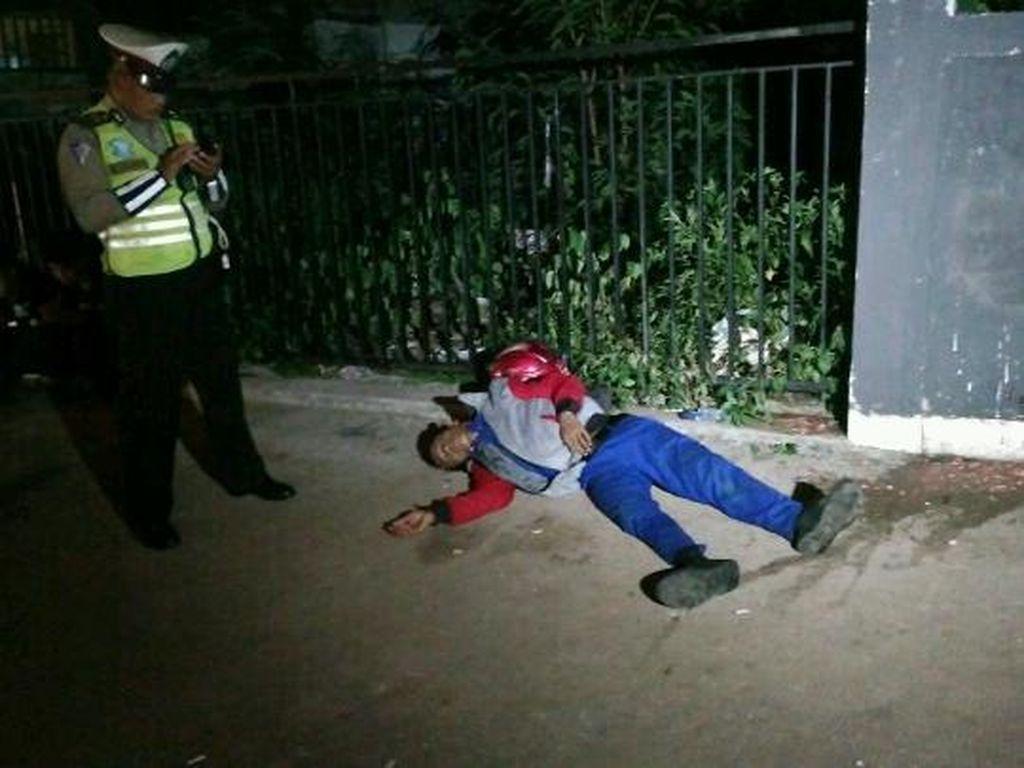 Pria Tergeletak di Jalan Tendean Jakarta Selatan