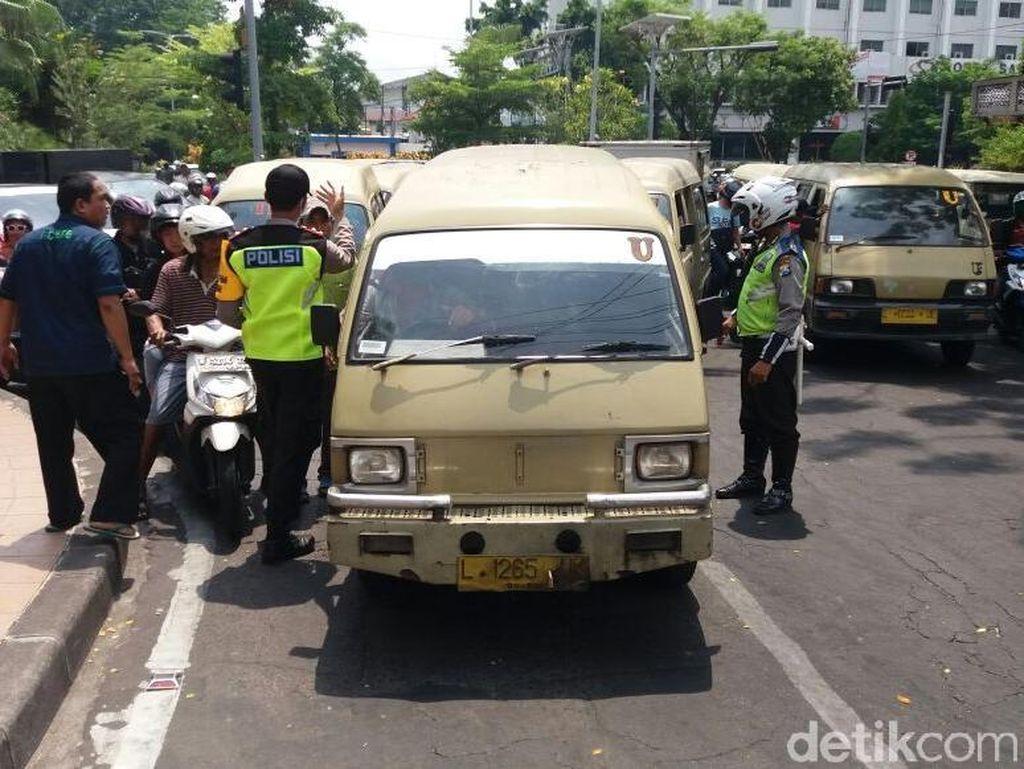 Driver Ojek Online di Surabaya Jadi Sasaran Demo Sopir Angkot