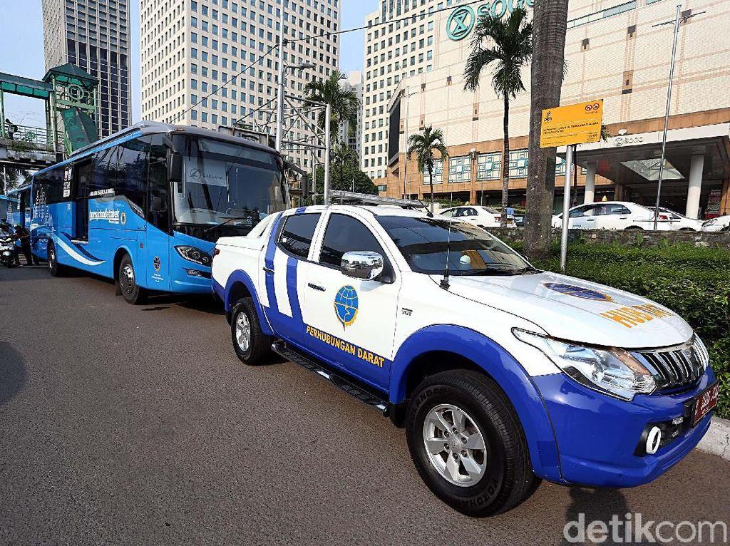 Foto Uji Coba TransJ Premium Bogor-Jakarta Dikawal Patwal BPTJ