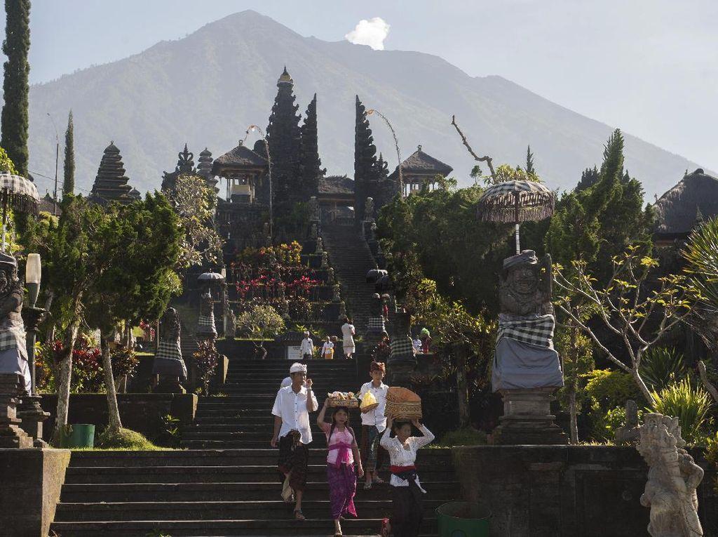 Tentang Sesajen di Bali yang Sering Dikaitkan Mitos Mistis