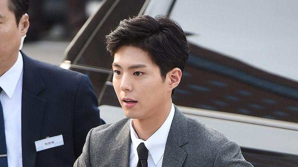 Pesona Park Bo Gum yang Curi Perhatian di Pernikahan Song Joong Ki