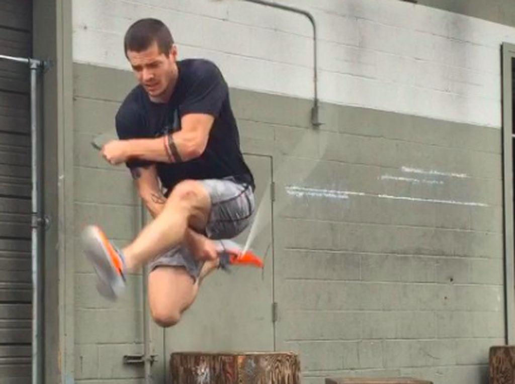 Jangan Remehkan Lompat Tali Sebelum Lihat Aksi Akrobatik yang Satu Ini