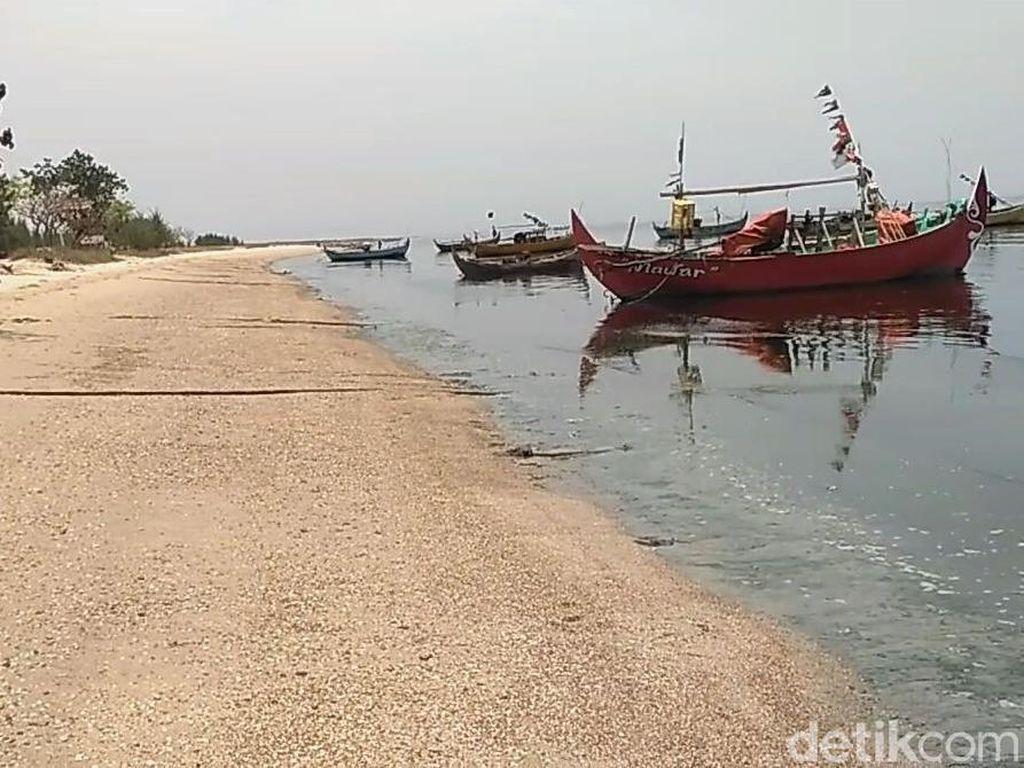 Pemkab: Air Laut jadi Hitam karena Limbah Perusahaan Pengolahan Ikan