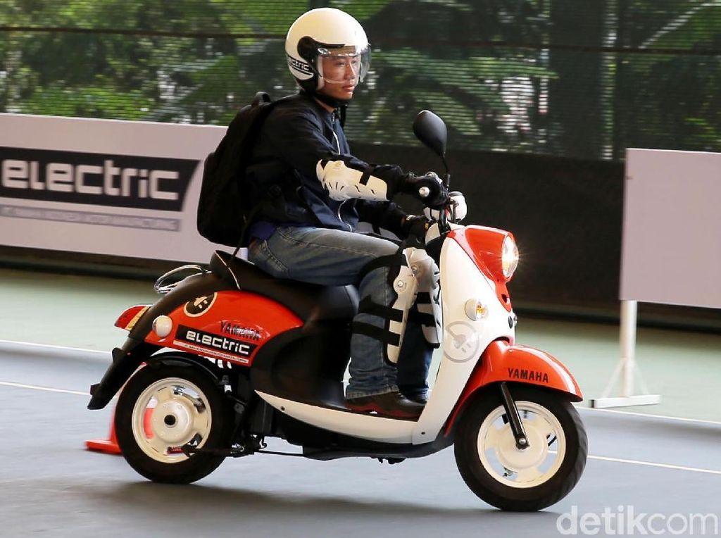 Motor Listrik Yamaha Resmi Mengaspal