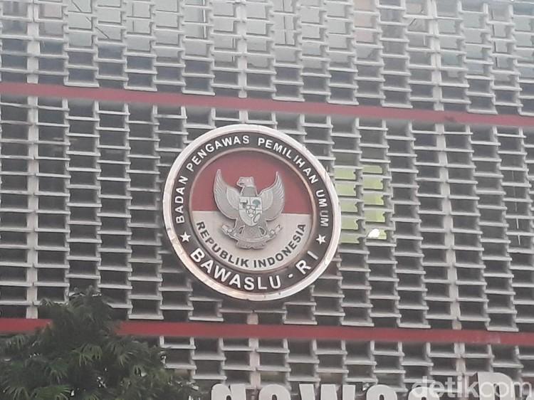 Bawaslu Lanjutkan Pemeriksaan Laporan 7 Parpol Soal KPU