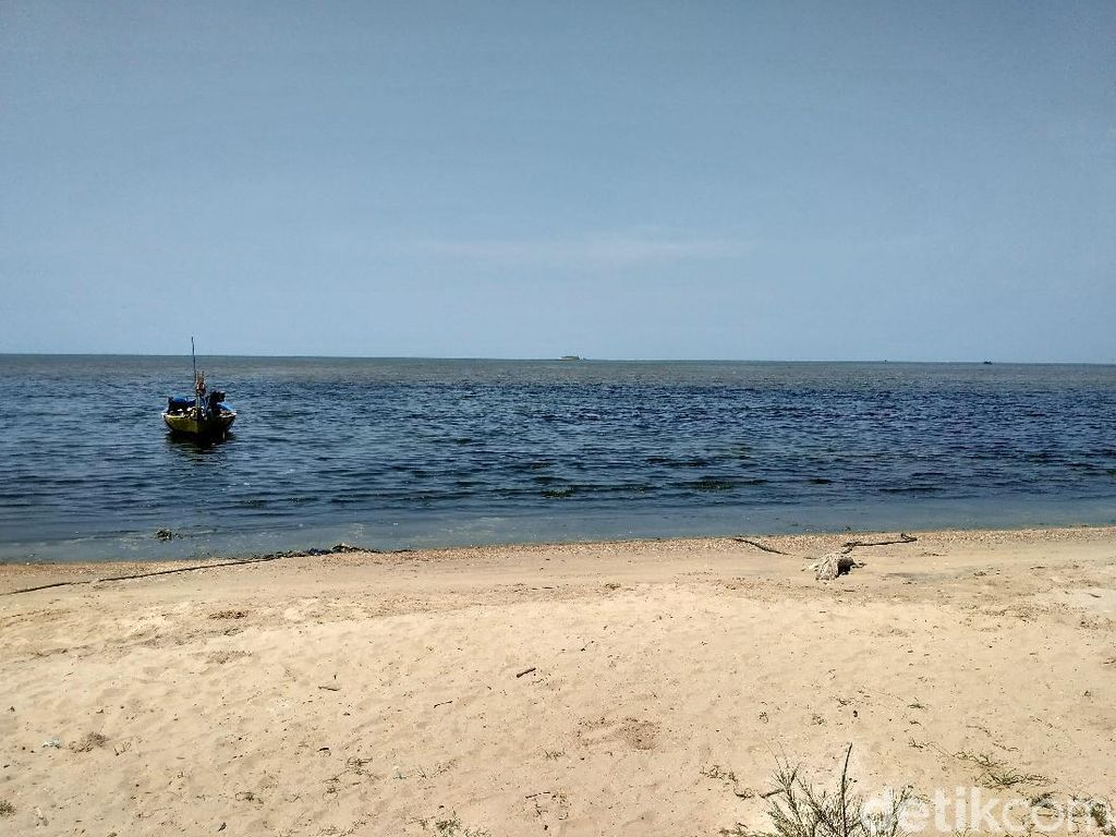 Air Laut Hitam, Bau dan Bikin Gatal di Pantai Rembang, Apa Sebabnya?