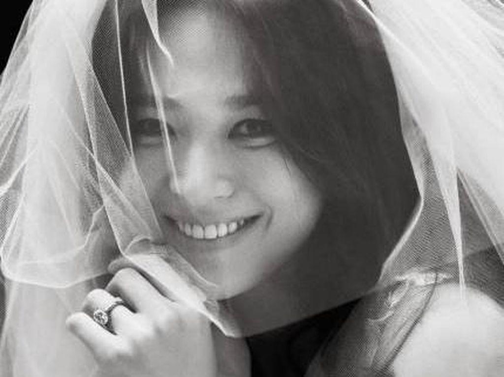 Makeup Tak Bikin Pangling, Song Hye Kyo Tetap Cantik di Hari Pernikahan