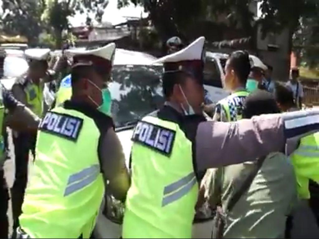 STNK Mati, Xenia Ini Kabur dari Kepungan Polisi