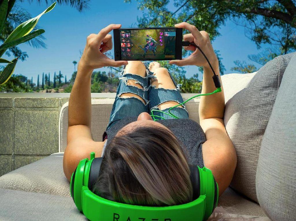 Ponsel Gamenya Absen Jack Audio, Razer: Demi Performa