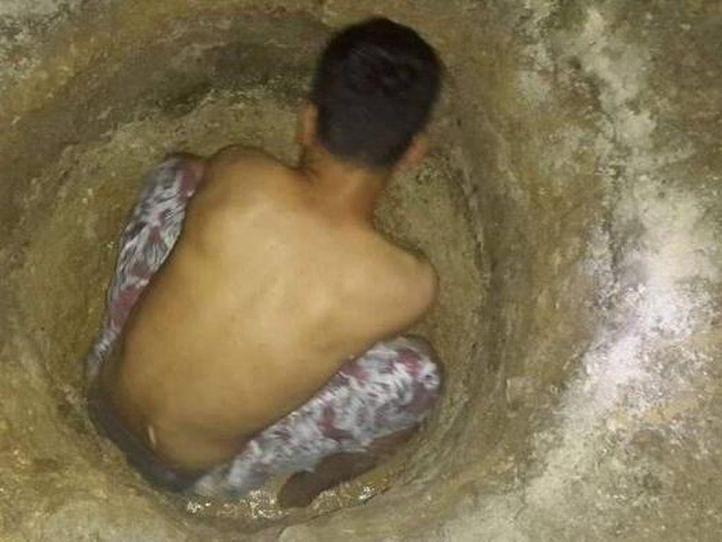 Pengungsi Bertahan di Pulau Manus dengan Menggali Sumur