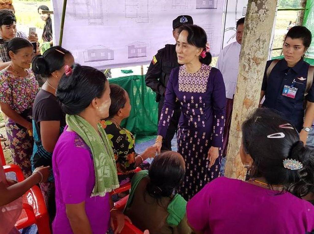 Saat Suu Kyi Tengok Wilayah Rakhine