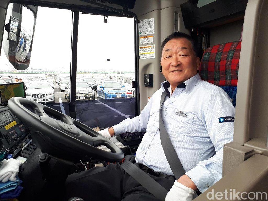 Mr Nara 70 Tahun Masih Asyik Narik Bus di Jepang