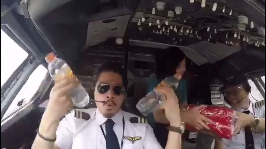 Ini Pilot Bambang dan Yves yang Viral Gara-gara Video Pantun