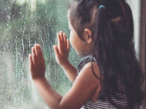 Memasuki Musim Hujan, Ini Doa yang Bagus Diajarkan pada Anak