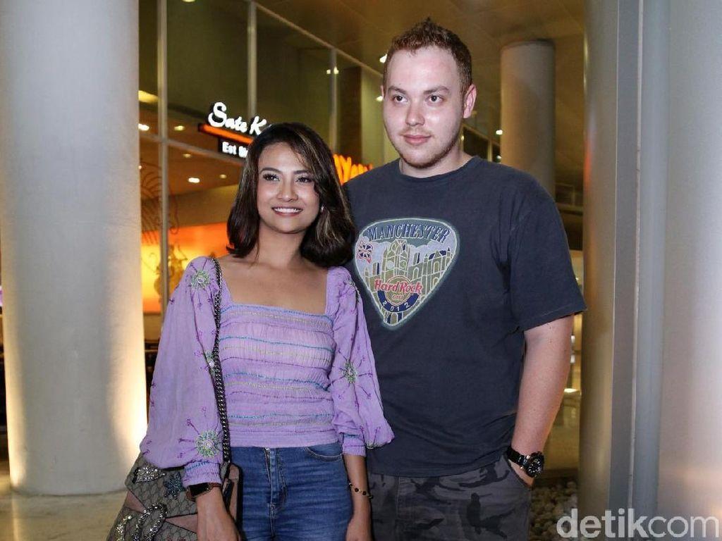 Dear Didi Soekarno, Ini Pria yang Jaga Vanessa Angel Sekarang