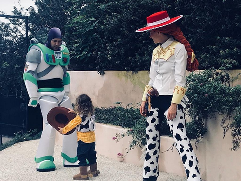 Seru dan Lucunya Kostum Halloween Keluarga Justin Timberlake