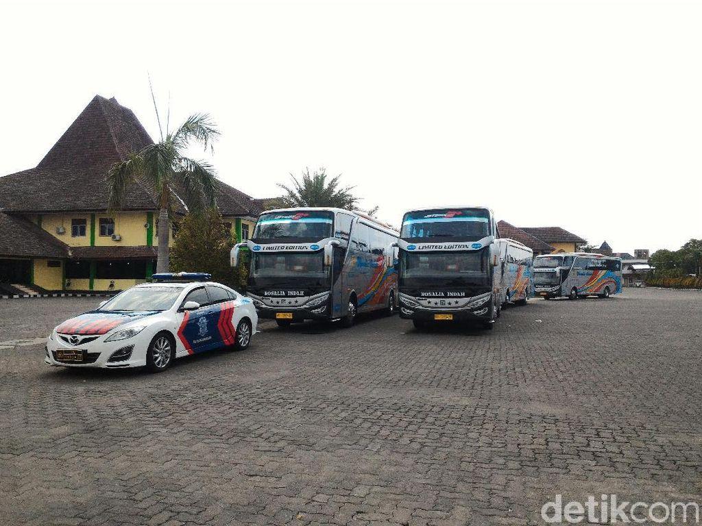 Jelang Kahiyang Nikah, Bus-bus untuk Relawan Jokowi Ikut Gladi Bersih