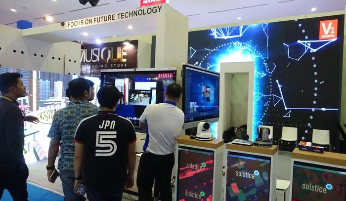 Booth V2 di Indocomtech. Foto: Muhamad Imron Rosyadi/inet