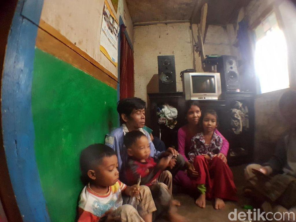 Bayangkan, Rumah 3x4 Meter di Sukabumi Ini Dihuni 10 Orang