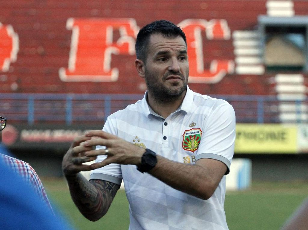 Simon McMenemy: dari Mitra Kukar, Bhayangkara FC, Kini Timnas Indonesia